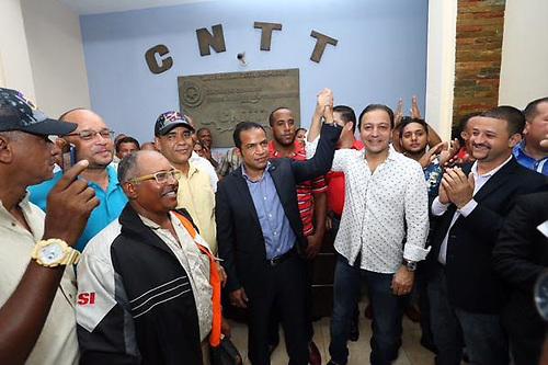 Abel Martínez con sindicalistas del transporte