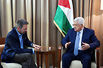 Palestinian President Mahmoud Abbas meets with the head of the International Red Cross, in Amman, Jordan, on May 19, 2017. Photo by Thaer Ganaim