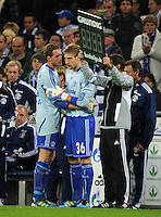 FUSSBALL   1. BUNDESLIGA   SAISON 2011/2012    9. SPIELTAG FC Schalke 04  - 1. FC Kaiserslautern                      15.10.2011 Torwart Ralf FAERHMANN (li) wuenscht nach seiner Roten Karte Torwart Lars UNNERSTALL (re, beide Schalke) viel Glueck