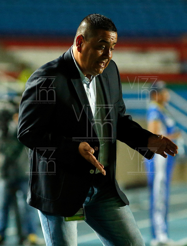 CALI -COLOMBIA-28-07-2014. Jhon Jairo Lopez técnico de América de Cali reacciona durante partido con Cúcuta Deportivo por la fecha 2 del Torneo Postobón 2014 - II jugado en el estadio Pascual Guerrero de la ciudad de Cali./ Jhon Jairo Lopez coach of America de Cali reacts during the match against Cucuta Deportivo for the second date of Postobon Tournament 2014 - II played at Pascual Guerrero stadium in Cali city. Photo: VizzorImage/Juan C. Quintero/STR
