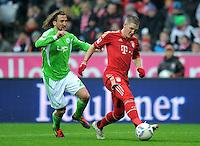 FUSSBALL   1. BUNDESLIGA  SAISON 2011/2012   19. Spieltag FC Bayern Muenchen - VfL Wolfsburg      28.01.2012 Petr Jiracek (li, VfL Wolfsburg) gegen Bastian Schweinsteiger (FC Bayern Muenchen)