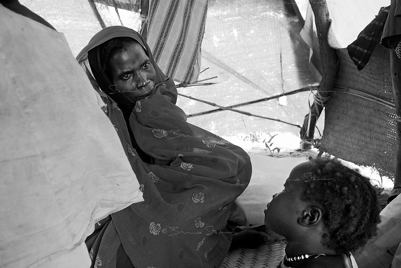 Kalma IDP camp, South Darfur, July 29 2004.Mariam cries with despair after her youngest son, Abacar Abdallah, 25 months old, just died from severe malnutrition.