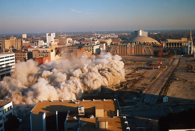 1996 November 24..Redevelopment..Macarthur Center.Downtown North (R-8)..SEQUENCE 14.IMPLOSION OF SMA TOWERS.LOOKING NORTH FROM ROOFTOP .OF MAIN TOWER EAST.PV3..NEG#.NRHA#..