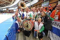 SCHAATSEN: BERLIJN: Sportforum Berlin, 05-03-2016, WK Allround, Annette Gerritsen (razende reporter KPN IJstijd) met Kleintje Pils, ©foto Martin de Jong