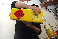 Claudio Sanò, artigiano del cuoio nel suo laboratorio mentre lavora la pelle del pesce razza..Claudio Sanò, leather craftsman in his workshop while he working the skin of the eagle rays.....