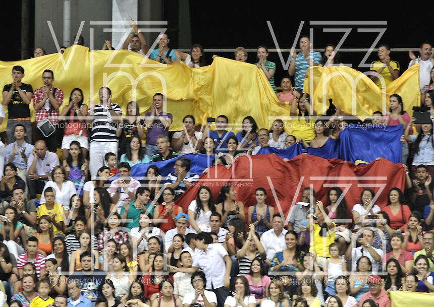 CALI – COLOMBIA – 26-07-2013: Publico anima a los deportistas durante los IX Juegos Mundiales Cali julio 26 de 2013.(Foto: VizzorImage / Luis Ramirez / Staff.) The fans cheers to the athletes during the IX World Games Cali July 26, 2013. (Photo: VizzorImage / Luis Ramirez / Staff.)