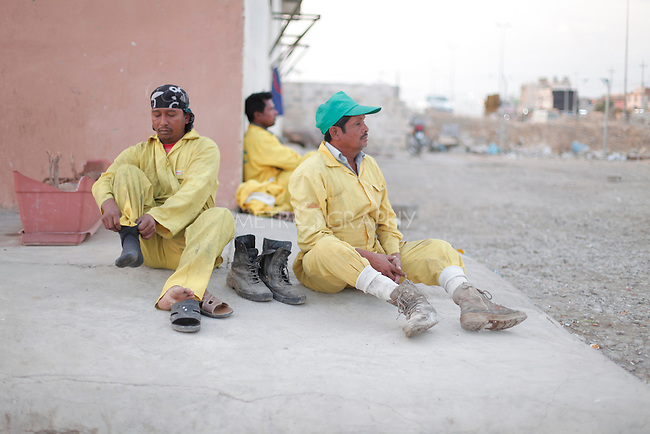 10/10/2014 -- Kirkuk, Iraq --  Two Bangladeshi workers prepare to work in the morning outside the garage where they live in Kornish street.