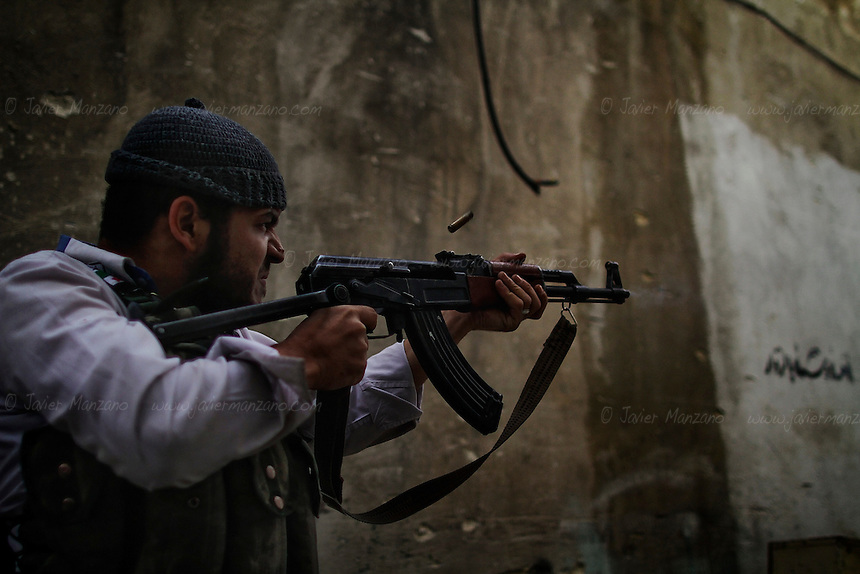 Free Syria Army (FSA) soldiers battle loyalist soldiers in the Askar neighborhood of Aleppo in an attempt to dislodge a regime sniper positioned at one of the buildings overlooking two main roads. .© Javier Manzano..............