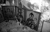 Kosovo   Novembre 2000.Pe? (in albanese Pejë / Peja; in serbo Pe?).Il Patriarcato ortodosso, ornamenti sacri recuerati  dalle chiese ortodosse bruciate dagli albanesi ..