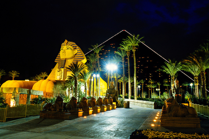 Vegas casino that houses blarney bar
