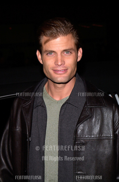 Actor CASPER VAN DIEN at the Los Angeles premiere of The 6th Day..13NOV2000.  © Paul Smith / Featureflash
