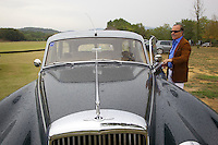 Italy. Tuscany. Polo Club Villa A Sesta is located near the village of Ripaltella and Pietraviva (Arezzo). Riccardo Tattoni opens the door of  his vintage Bentley Station Wagon S2 (1961). Ricardo Tattoni is the owner of Polo Club Villa A Sesta. 18.09.10 © 2010 Didier Ruef