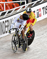 CALI – COLOMBIA – 19-02-2017: Fabian Puerta (Izq.) de Colombia en la prueba Velocidad hombres en el Velodromo Alcides Nieto Patiño, sede de la III Valida de la Copa Mundo UCI de Pista de Cali 2017. / Fabian Puerta (L) from Colombia in Men´s Sprint Race at the Alcides Nieto Patiño Velodrome, home of the III Valid of the World Cup UCI de Cali Track 2017. Photo: VizzorImage / Luis Ramirez / Staff.
