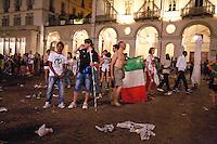 01/07/2012 Finale dei campionati europei di calcio 2012  Italia - Spagna: delusione dei tifosi in piazza a Torino. I tifosi lasciano la piazza dopo la partita.