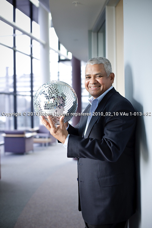 Clyde Hosein images, CFO - Marvell : Executive portrait photographs by San Francisco Bay Area - corporate and annual report - photographer Robert Houser. 2009 pictures.