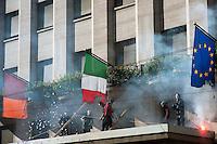 Roma  15 Ottobre 2011.Manifestazione contro la crisi e l'austerità.Scontri tra manifestanti e forze dell'ordine.Manifestanti bruciano la bandiera Italiana