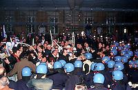 Roma 15 Aprile 2002.Israele Day.Manifestazione per lo stato di Israele in piazza del Campidoglio.Manifestanti della comunità ebraica di Roma manifestano contro i palestinesi presenti in piazza Venezia,la polizia li allontana dalla piazza..