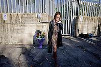 Roma, 22 Ottobre 2015<br /> Ilaria Cucchi depone un mazzo di fiori davanti il padiglione penitenziario dell'ospedale Sandro Pertini dove sei anni fa mor&igrave; il fratello Stefano.<br /> Rome, 22 October 2015<br /> Ilaria Cucchi lays a bouquet of flowers in front of the pavilion Sandro Pertini prison hospital where he died six years ago his brother Stefano.