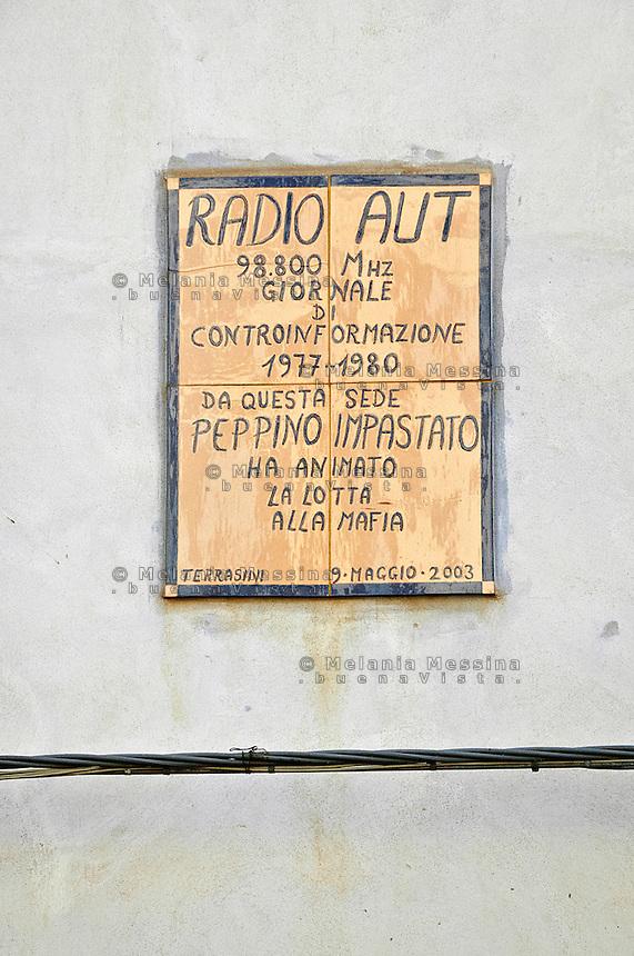 targa di radio Aut a terrasini per ricordare il lavoro di Peppino Impastato e i suoi amici.<br /> Placque to commemorate Radio Aut