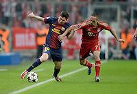 FUSSBALL  CHAMPIONS LEAGUE  HALBFINALE  HINSPIEL  2012/2013      FC Bayern Muenchen - FC Barcelona      23.04.2013 Lionel Messi (li, Barca) gegen Franck Ribery (re, FC Bayern Muenchen)
