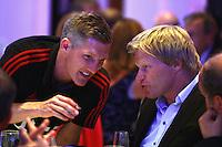FUSSBALL      DFB POKAL FINALE       SAISON 2011/2012 Borussia Dortmund - FC Bayern Muenchen   12.05.2012 FC Bayern beim Telekom-Bankett: Bastian Schweinsteiger (li) im Gespraech mit Ex Torwart Oliver Kahn