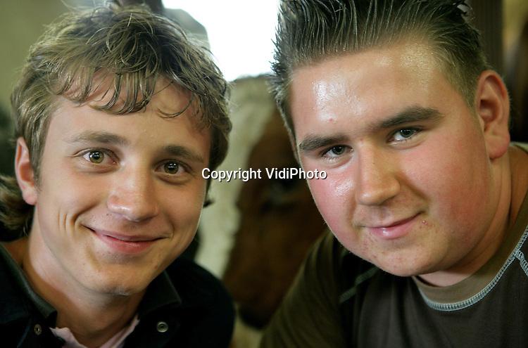 Foto: VidiPhoto..RHENEN - Gerard de Jong (l) en Gert van Laar uit Rhenen.