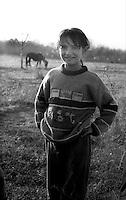 Kosovo  12 Novembre 2000.Pe? (in albanese Pejë / Peja; in serbo Pe?).zona di Mahala e Bates.Una bambina di etnia rom .