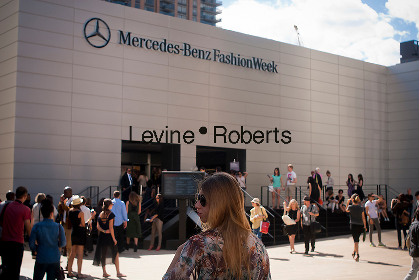 Crowds of fashionistas and photographers create a fashion scene outside of the Spring 2013 Fashion Week shows in Lincoln Center in New York, seen on Sunday, September 9, 2012. (© Richard B. Levine)