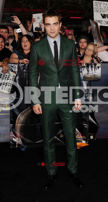 LOS ANGELES, CA - NOVEMBER 12: Robert Pattinson  arrives at 'The Twilight Saga: Breaking Dawn - Part 2' Los Angeles premiere at Nokia Theatre L.A. Live on November 12, 2012 in Los Angeles,PAP1112JP306..PAP1112JP306.. /NortePhoto
