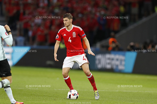 Ben Davies (WAL), JULY 1, 2016 - Football / Soccer : UEFA EURO 2016 Quarter-finals match between Wales 3-1 Belgium at the Stade Pierre Mauroy in Lille Metropole, France. (Photo by Mutsu Kawamori/AFLO) [3604]