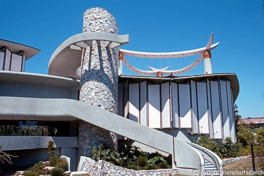 Bruce Goff: Japanese Pavilion, Los Angeles County Museum of Art, 1989. (The nearest one can get to a southern elevation.)  Photo '89.