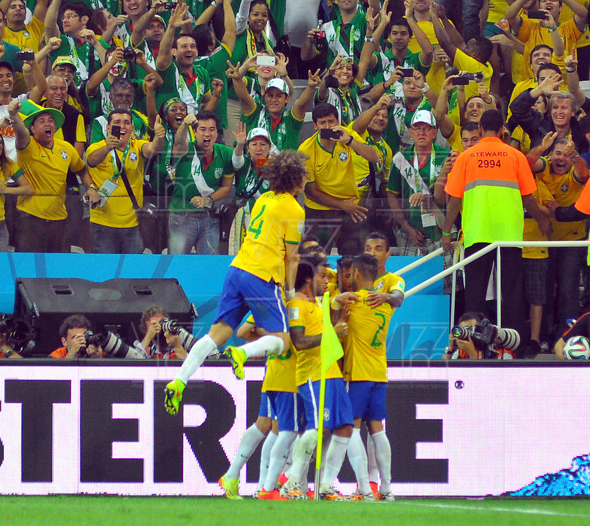 SAO PAULO - BRASIL -12-06-2014. Neymar jugador de Brasil celebra su gol con sus compa–eros de equipo contra Croacia .Accion de juego entre Brasil y Croacia  en partido del Grupo A de la fase inicial jugado en el estadio Arena Corinthians en Sao Paulo por la Copa Mundial de la FIFA Brasil 2014./ Brazilian player Neymar celebrates his goal with his teammates against Croatia .Action game between Brazil and Croatia during the match of Group A of the initial phaseplayed at Arena Corinthians in Sao Paulo for the 2014 FIFA World Cup Brazil. Photo: VizzorImage / Alfredo Gutierrez / Contribuidor