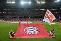 Fussball  1. Bundesliga  Saison 2013/2014   1. SPIELTAG FC Bayern Muenchen - Borussia Moenchengladbach       09.08.2013 Eine riesen FC Bayern Fahne in der Allianz Arena