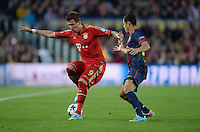 FUSSBALL  CHAMPIONS LEAGUE  HALBFINALE  RUECKSPIEL  2012/2013      FC Barcelona - FC Bayern Muenchen              01.05.2013 Mario Mandzukic (li, FC Bayern Muenchen) gegen Adriano (re, Barca)