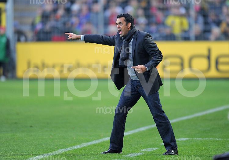 FUSSBALL   1. BUNDESLIGA   SAISON 2010/2011  13. SPIELTAG    20.11.2010 SC Freiburg - Borussia Dortmund Trainer Robin Dutt (SC Freiburg)