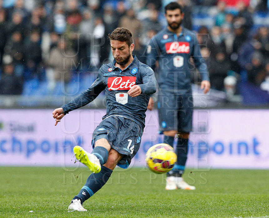 Calcio, Serie A: Lazio vs Napoli. Roma, stadio Olimpico, 18 gennaio 2015.<br /> Napoli&rsquo;s Dries Mertens kicks a free kick during the Italian Serie A football match between Lazio and Napoli at Rome's Olympic stadium, 18 January 2015.<br /> UPDATE IMAGES PRESS/Riccardo De Luca