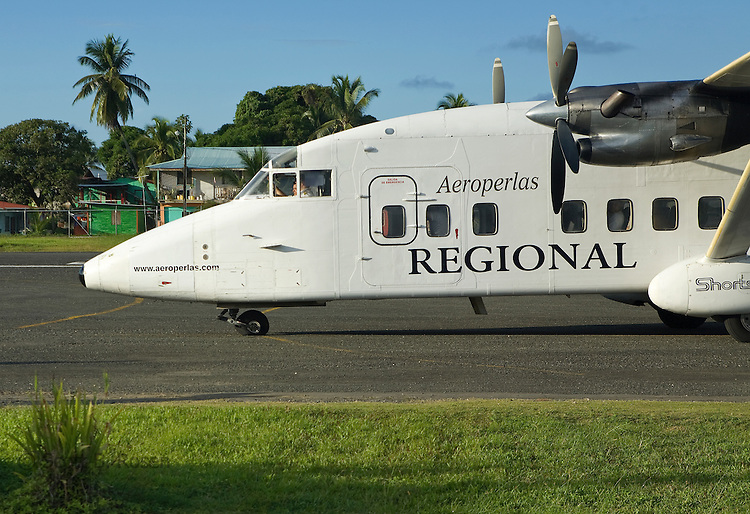 "Aeroperlas airlines lands with a flat tire at Bocas del Toro ""Isla Colon"" International Airport, Panama"