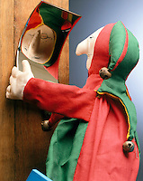 CONCAVE MIRROR: REFLECTION OF JESTER PUPPET (2 of 2)<br /> The image of each point at a distance greater than the focal point is real, inverted &amp; diminished in size. (The image of each point located between the mirror &amp; its focal point is virtual, upright &amp; enlarged in size. This is not demonstrated here.)