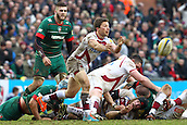 28.02.2015.  Leicester, England.  Aviva Premiership. Leicester Tigers versus Sale Sharks.  Scrum-half Chris Cusiter passes along the line.