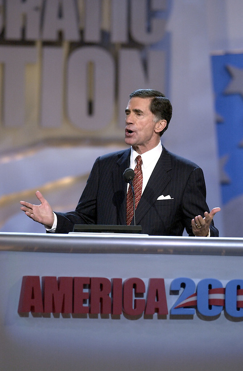 DNCconvention27(DG)081600 -- Chuck Robb, D-Va., during his speech at the democratic national convention in Los Angeles, Ca.