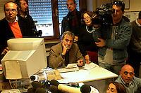 Roma  4 Febbraio 2005.Conferenza stampa nelle sede del giornale Il Manifesto,in  via Tomacelli, per il rapimento di Giuliana  Sgrena  inviata del giornale in Iraq. Al centro della foto Tommaso Di francesco della sezioni Esteri del giornale .