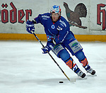 Eishockey, DEL, Deutsche Eishockey Liga 2003/2004 , 1.Bundesliga Arena Nuernberg (Germany) Nuernberg Ice Tigers - Iserlohn Roosters (7:2) David Cooper (Iserlohn) am Puck