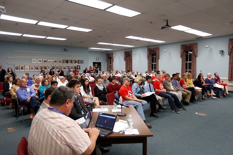 Cheshire, CT- 21 October 2015-102115CM05-  Audience members listen in during a debate for the Cheshire Town Council candidates at the Cheshire Town Hall on Wednesday. The event was put on by The League of Women Voters of Cheshire/Wallingford.    Christopher Massa Republican-American