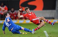 Fussball  1. Bundesliga  Saison 2013/2014   11. Spieltag  in Sinzheim TSG 1899 Hoffenheim - FC Bayern Muenchen    02.11.2013 Thomas Müller (re, FC Bayern Muenchen) erzielt hier den Siegtreffer zum  1-2 gegen Sebastian Rudy (TSG 1899 Hoffenheim)