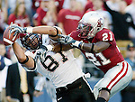 San Diego State tight end Steve Schmidt, left, catches a pass over defending Washington State corner back Chima Nwachukwu for first down yardage in the second quarter of their football game Saturday, Sept. 8, 2007 in Seattle. (AP Photo/Jim Bryant).