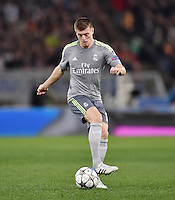 FUSSBALL CHAMPIONS LEAGUE  SAISON 2015/2016 ACHTELFINAL HINSPIEL AS Rom - Real Madrid                 17.02.2016 Toni Kroos (Real Madrid) am Ball