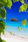 """Rocher """"Conforama"""", plage de Luengöni, Lifou, Nouvelle-Calédonie"""