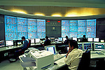 Painel de controle de operações da Eletropaulo. São Paulo. 2000. Foto de Juca Martins.