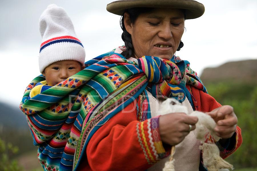 Mother child baby wool cuzco peru photography by deddeda