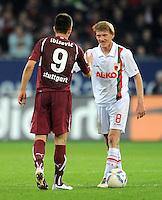 FUSSBALL   1. BUNDESLIGA  SAISON 2011/2012   30. Spieltag FC Augsburg - VfB Stuttgart           10.04.2012 Vedad Ibisevic (li, VfB Stuttgart) gibt die Hand Axel Bellinghausen (FC Augsburg)